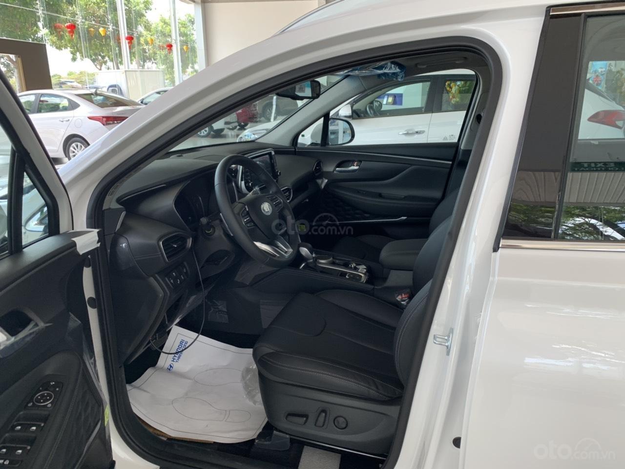 Hyundai Santafe 2019, tặng full phụ kiện. Xe có sẵn giao ngay, hỗ trợ vay 80%. Lh: 0934. 79.39.69 để được tư vấn-3