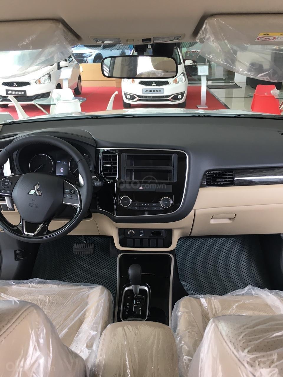 Outlander 2.4 CVT Premium 2019, khuyến mãi lên đến hàng chục triệu đồng, đủ màu, giao xe ngay-3