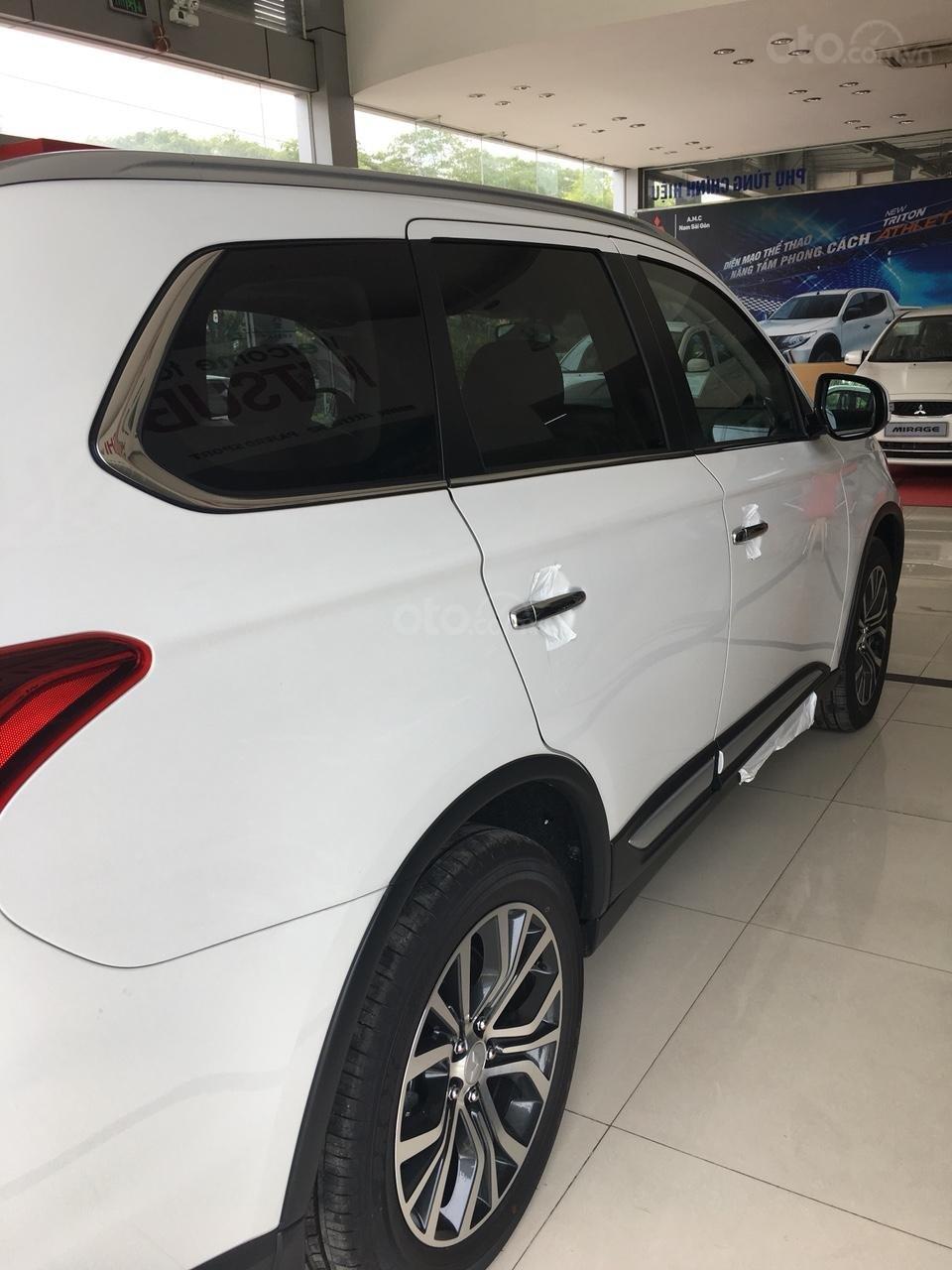 Outlander 2.4 CVT Premium 2019, khuyến mãi lên đến hàng chục triệu đồng, đủ màu, giao xe ngay-6
