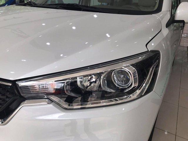 Suzuki Ertiga 2019 được trang bị đèn pha dạng hình thang vuông tích hợp công nghệ Projector và phản quang đa chiều a2