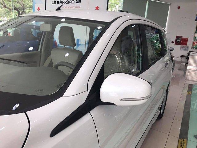 Suzuki Ertiga 2019 bản GLX dùng tay nắm cửa mạ crom và gương chiếu hậu chỉnh/gập điện, tích hợp đèn báo rẽ 1