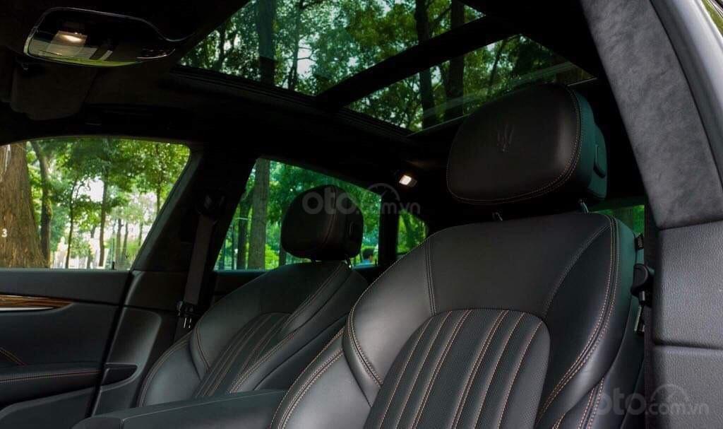 Bán xe Maserati Levante sản xuất năm 2017, xe nhà sử dụng đang còn mới tinh (8)