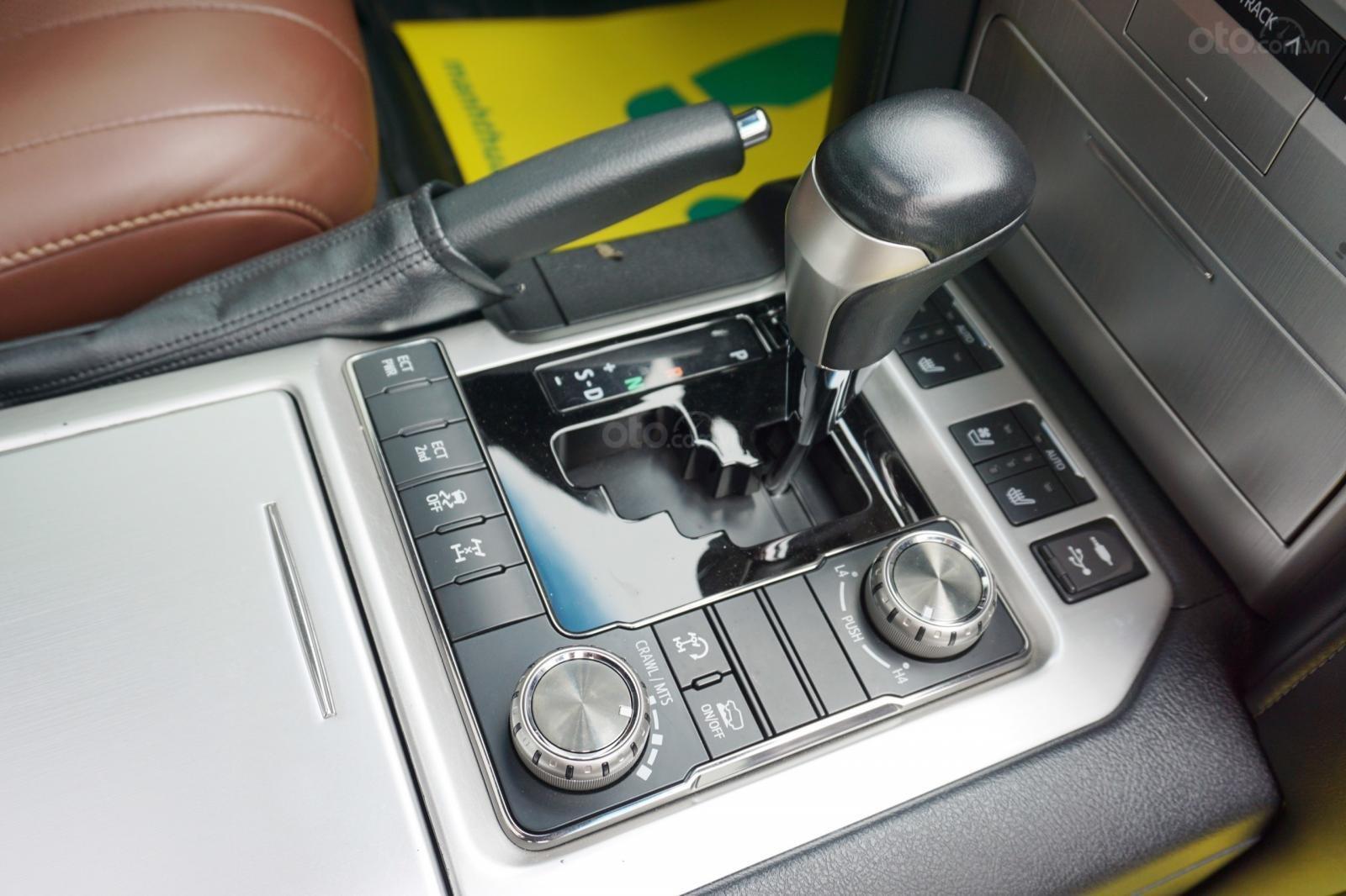 Bán Toyota Land Cruiser 5.7 2015, màu đen, xe nhập Mỹ, LH Ms Hương 094.539.2468 (22)