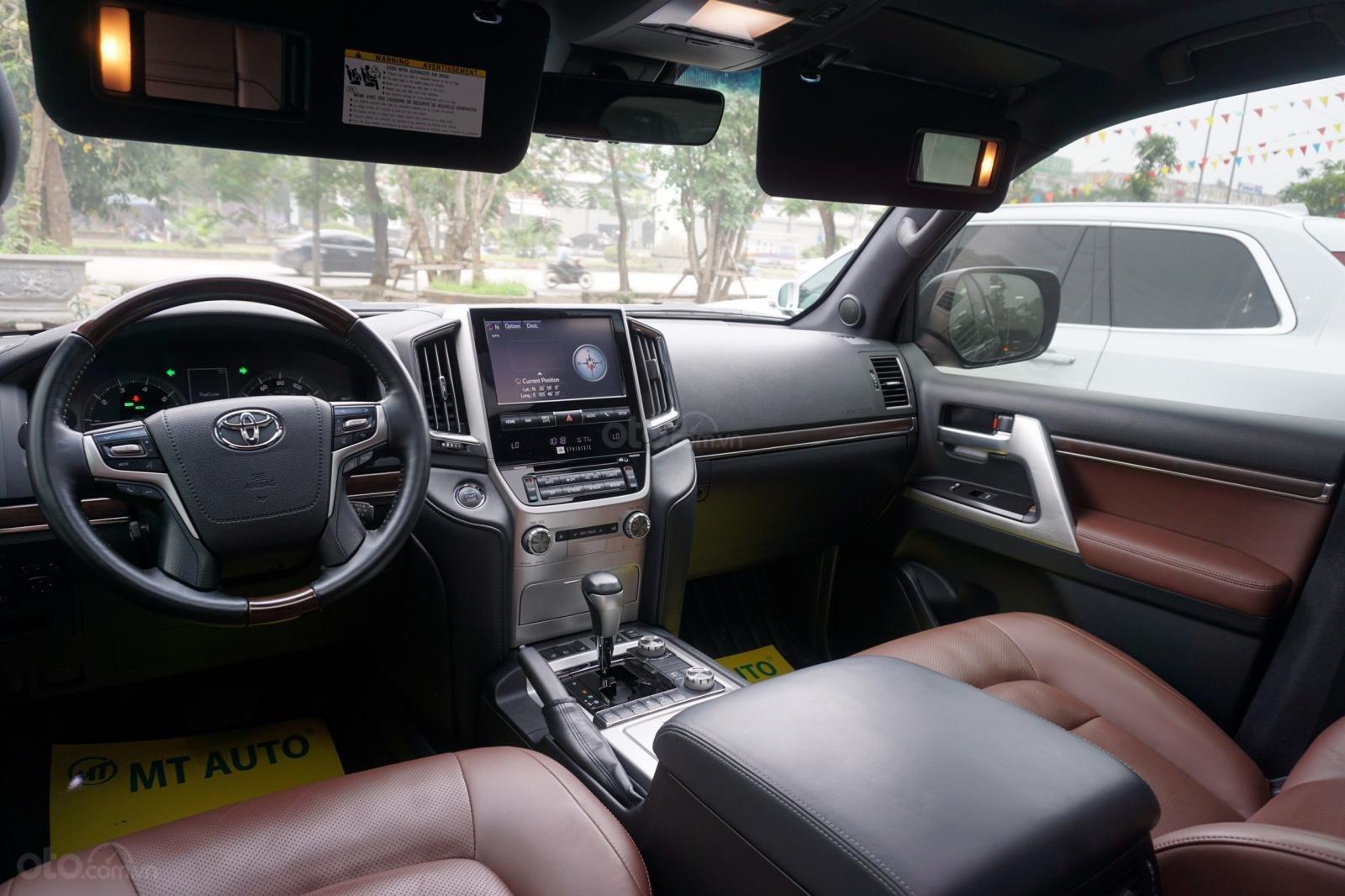 Bán Toyota Land Cruiser 5.7 2015, màu đen, xe nhập Mỹ, LH Ms Hương 094.539.2468 (23)