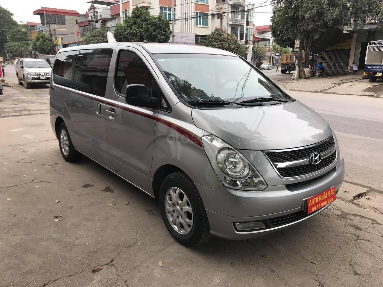 Bán xe 9 chỗ, máy dầu, số sàn hiệu Hyundai Starex, xe được nhập khẩu nguyên chiếc từ Hàn Quốc, đời 2014-1
