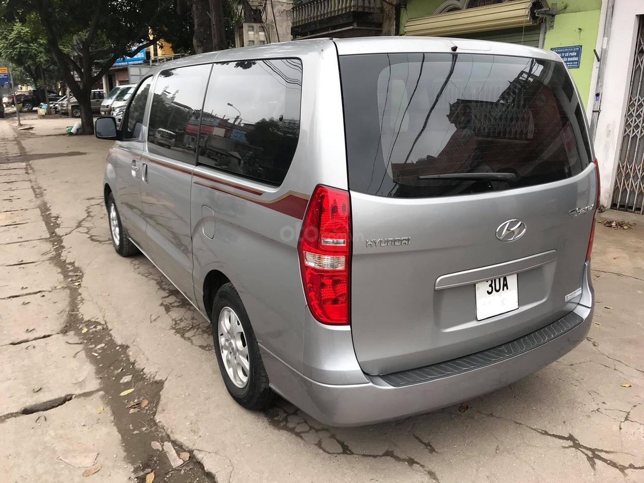 Bán xe 9 chỗ, máy dầu, số sàn hiệu Hyundai Starex, xe được nhập khẩu nguyên chiếc từ Hàn Quốc, đời 2014-3