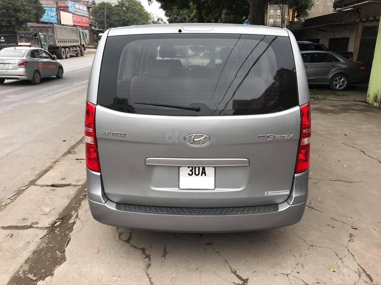 Bán xe 9 chỗ, máy dầu, số sàn hiệu Hyundai Starex, xe được nhập khẩu nguyên chiếc từ Hàn Quốc, đời 2014-5