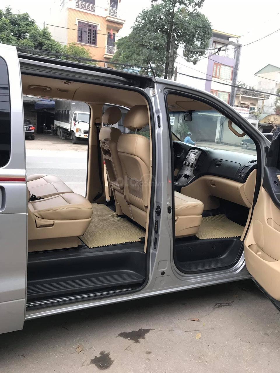 Bán xe 9 chỗ, máy dầu, số sàn hiệu Hyundai Starex, xe được nhập khẩu nguyên chiếc từ Hàn Quốc, đời 2014-6