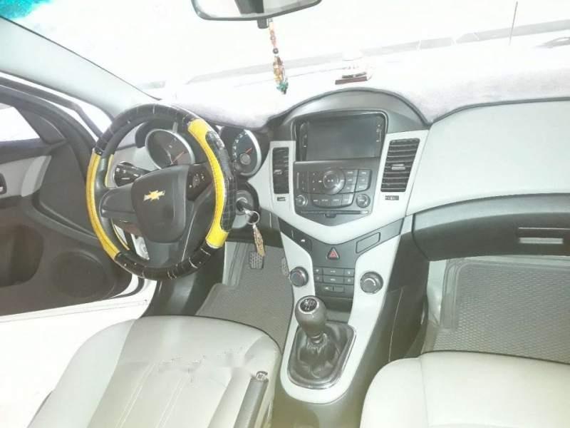 Cần bán gấp Chevrolet Cruze đời 2016, màu trắng-3