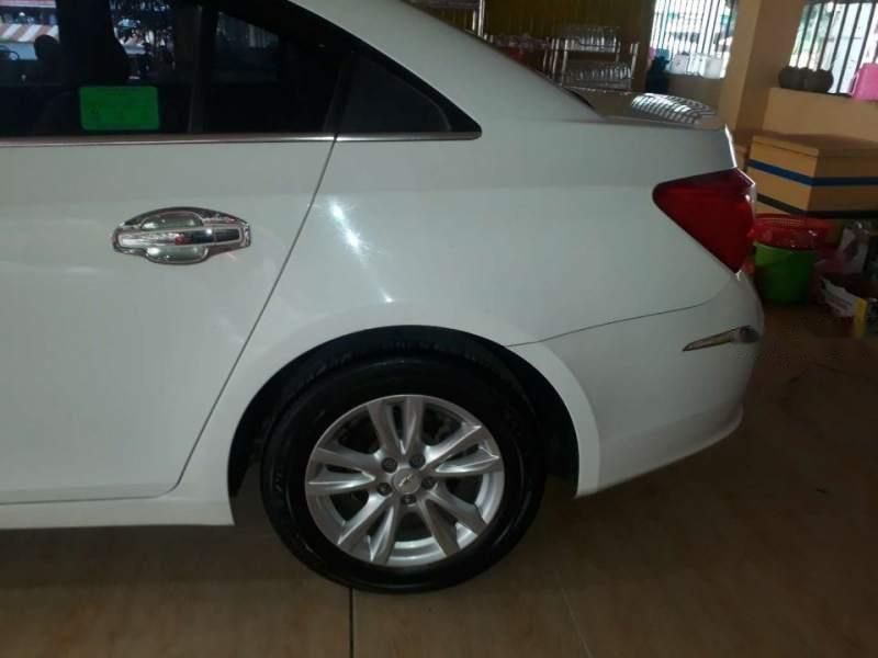 Cần bán gấp Chevrolet Cruze đời 2016, màu trắng-1