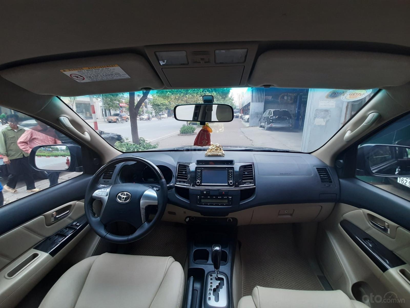 Cần bán Toyota Fortuner V đời 2014, màu đen-5