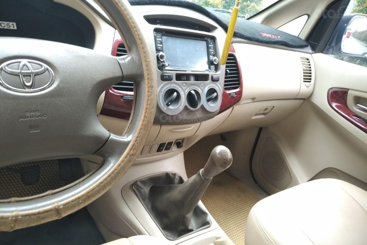 Bán Toyota Innova G 2.0 MT đời 2006, màu bạc, giá 295tr-1