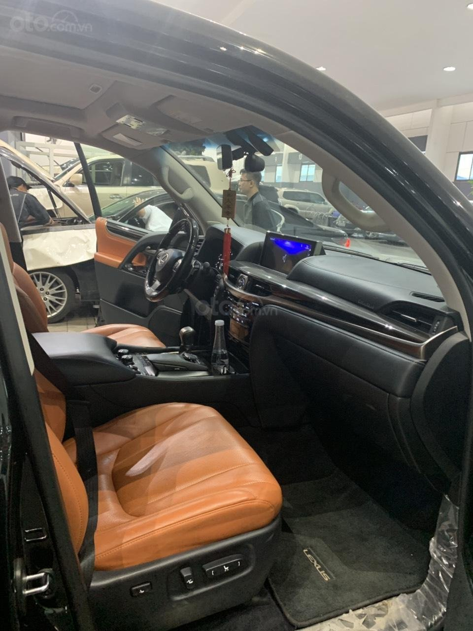 Bán xe Lexus LX 570 5.7 AT năm sản xuất 2016, màu đen, xe nhập-3
