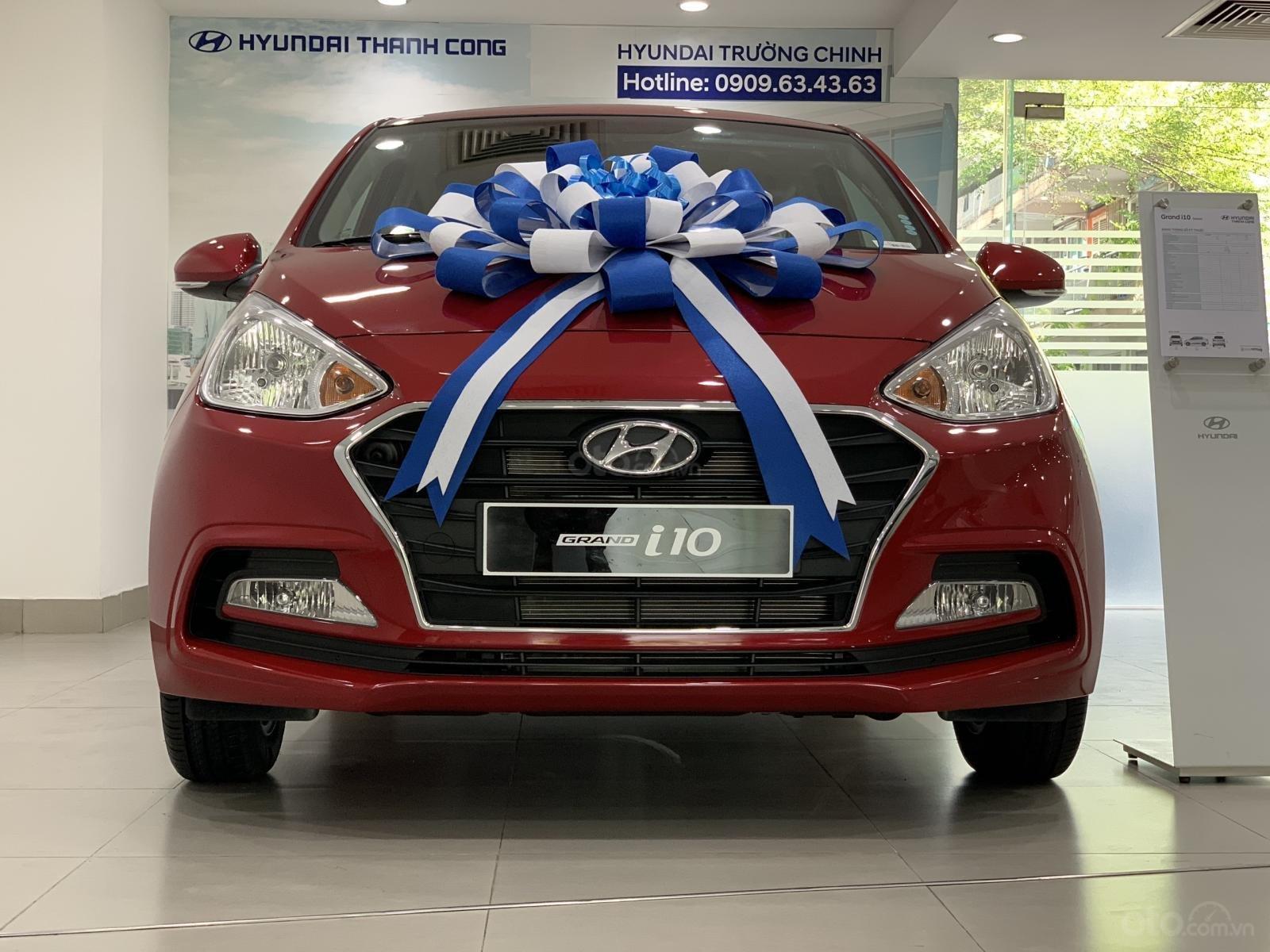 Bán Hyundai Grand I10 Sedan MT đỏ giao ngay, hỗ trợ đăng kí Grab, lấy xe chỉ với 130tr, LH 0977139312 (1)