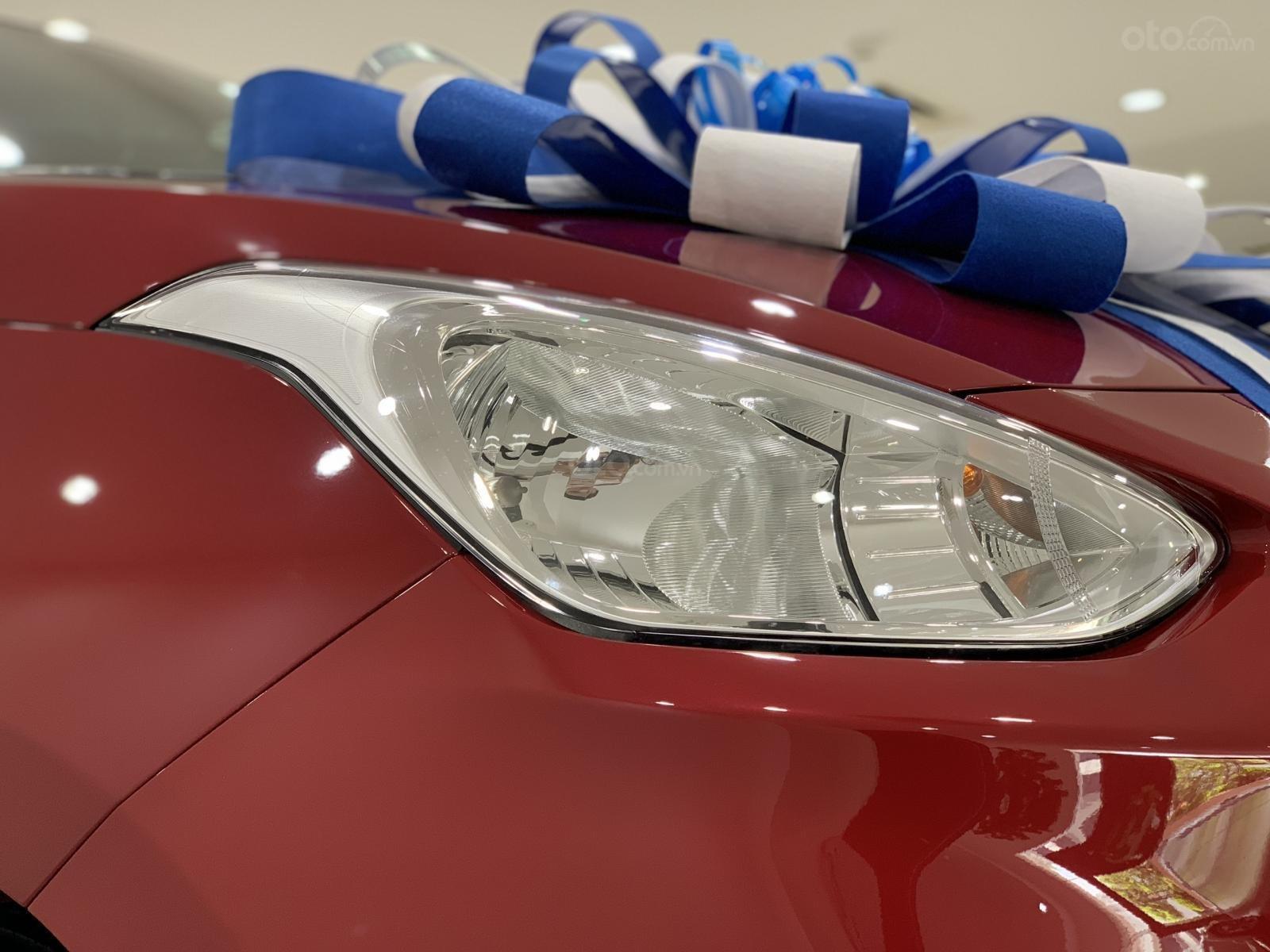 Bán Hyundai Grand I10 Sedan MT đỏ giao ngay, hỗ trợ đăng kí Grab, lấy xe chỉ với 130tr, LH 0977139312 (2)
