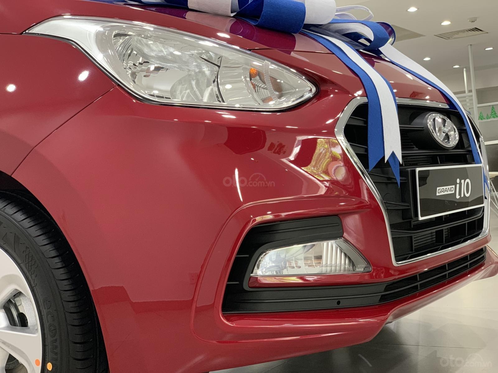 Bán Hyundai Grand I10 Sedan MT đỏ giao ngay, hỗ trợ đăng kí Grab, lấy xe chỉ với 130tr, LH 0977139312 (3)