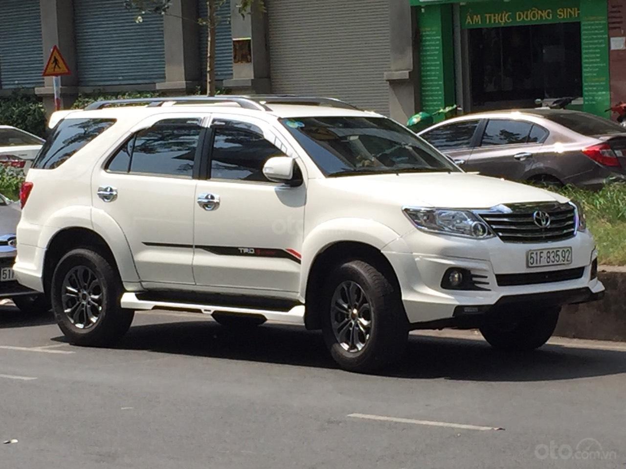 Đi nước ngoài cần bán xe gấp Toyota Fortuner G năm sản xuất 2016, màu trắng-4