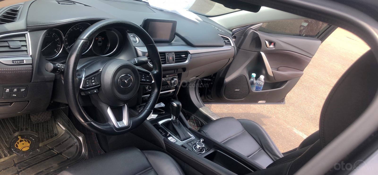 Bán xe Mazda 6 2.0 2017 Premium xanh đen, đi 11K km-3