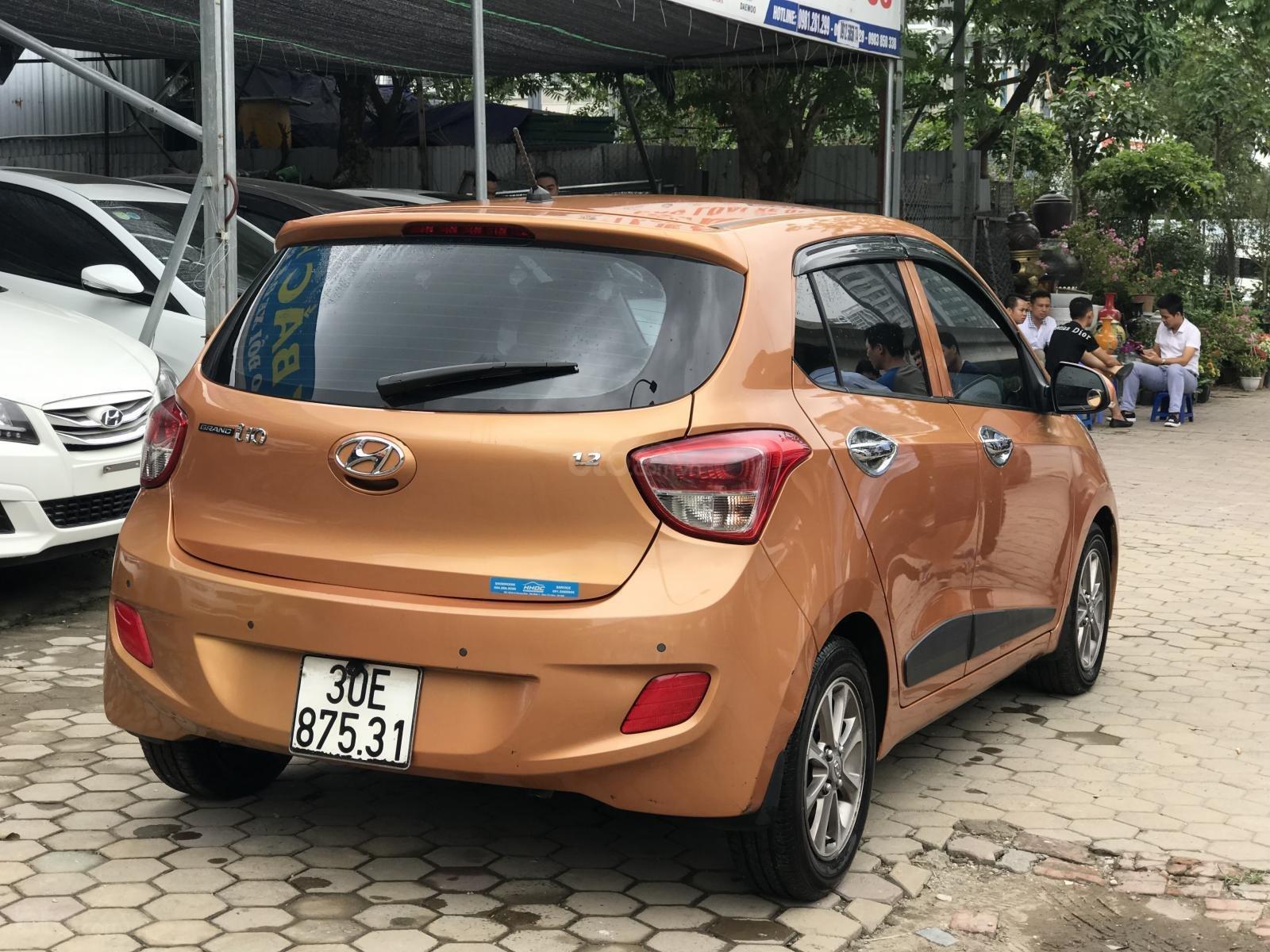Bán xe Hyundai Grand i10 1.2 AT 2016, màu cam-2