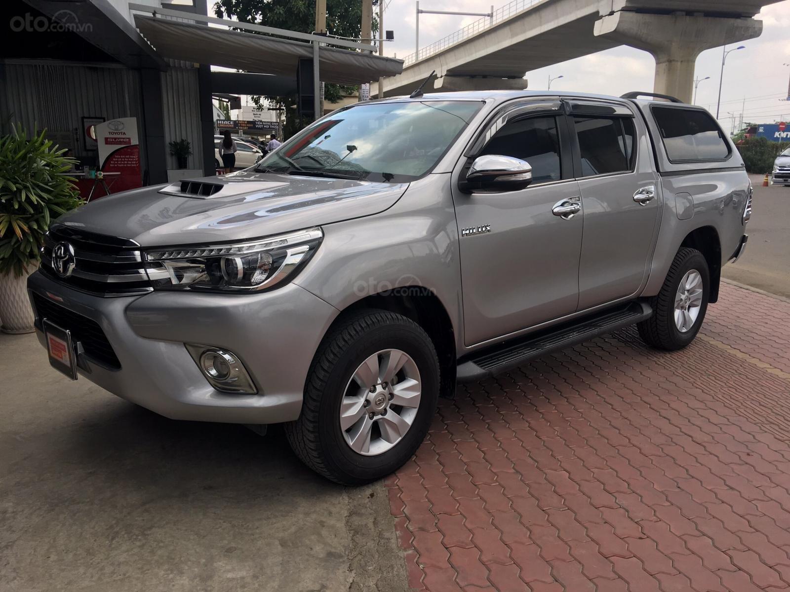 Bán gấp Toyota Hilux 3.0G 4x4 AT đời 2016, màu bạc, xe nhập-6