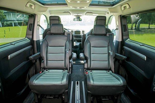 So sánh xe Peugeot Traveller 2019 và Ford Tourneo 2019 về ghế ngồi 3
