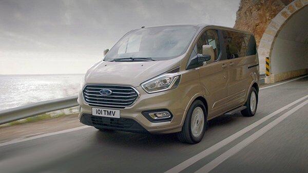So sánh xe Peugeot Traveller 2019 và Ford Tourneo 2019: Tiền nào của nấy.