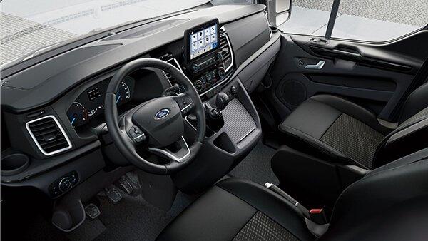 Peugeot Traveller 2019 sở hữu nội thất cao cấp và rộng rãi hơn Ford Tourneo 2019.