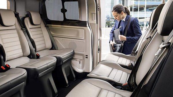 So sánh xe Peugeot Traveller 2019 và Ford Tourneo 2019 về ghế ngồi.