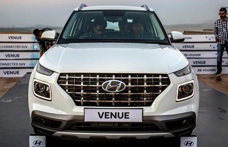 So sánh xe Hyundai Venue 2020 và Ford EcoSport 2019 - đầu xe 1