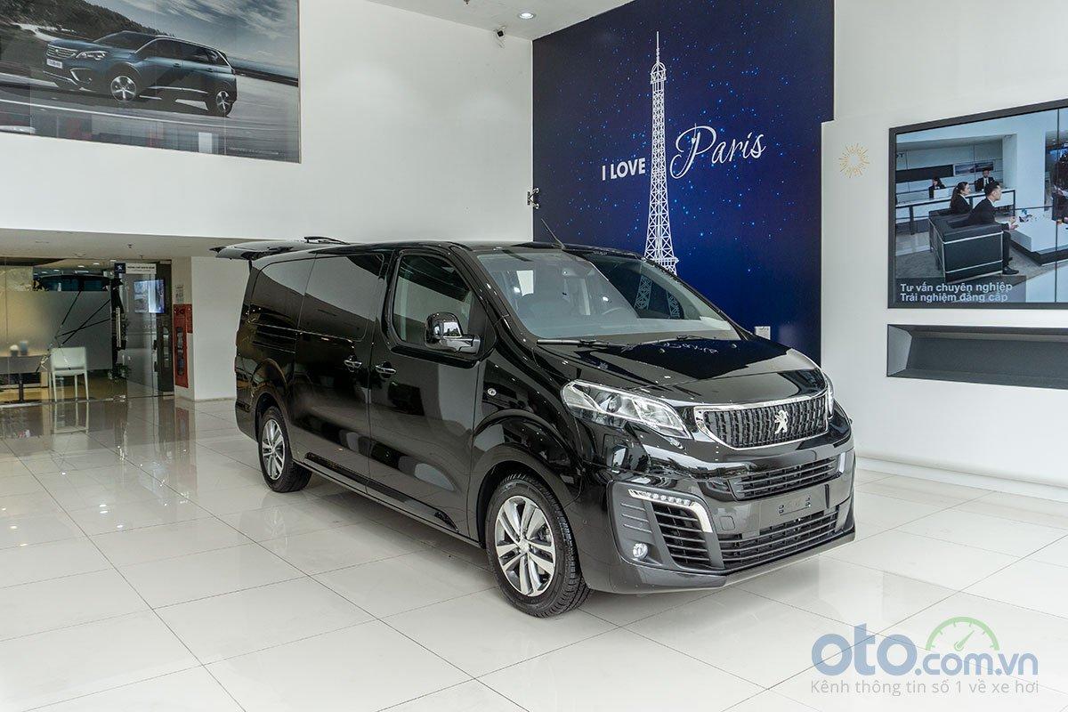 Peugeot Traveller Luxury tại đại lý.