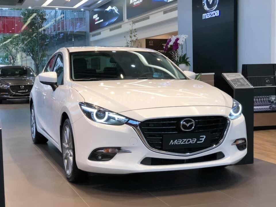 """Mazda 3, Kia Cerato và Hyundai Elantra - """"Tam mã"""" phân khúc sedan hạng C tháng 8/2019."""