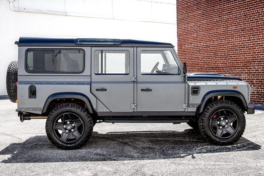 Ngắm chiếc Land Rover Defender mang sức mạnh Mỹ, nội thất đẳng cấp như siêu xe a2