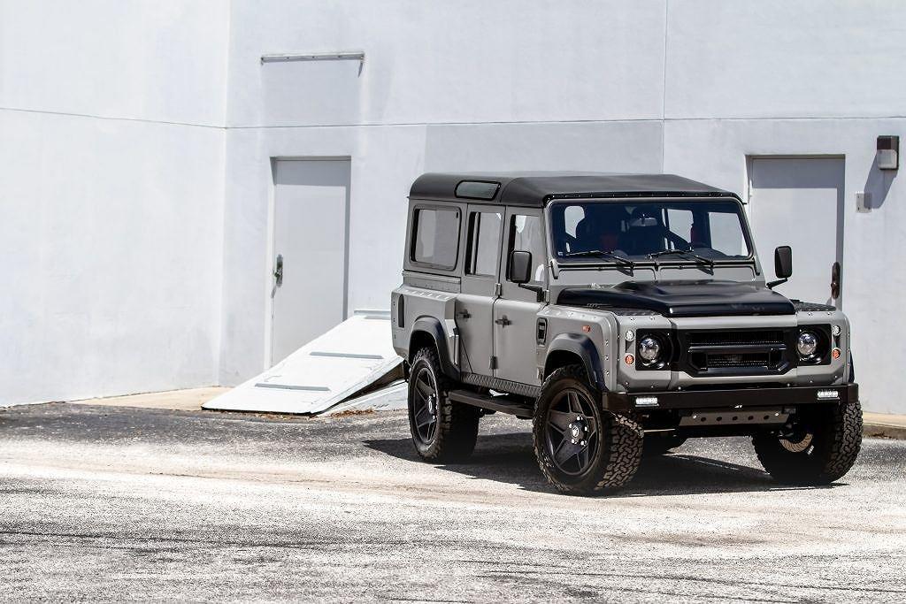 Ngắm chiếc Land Rover Defender mang sức mạnh Mỹ, nội thất đẳng cấp như siêu xe a1