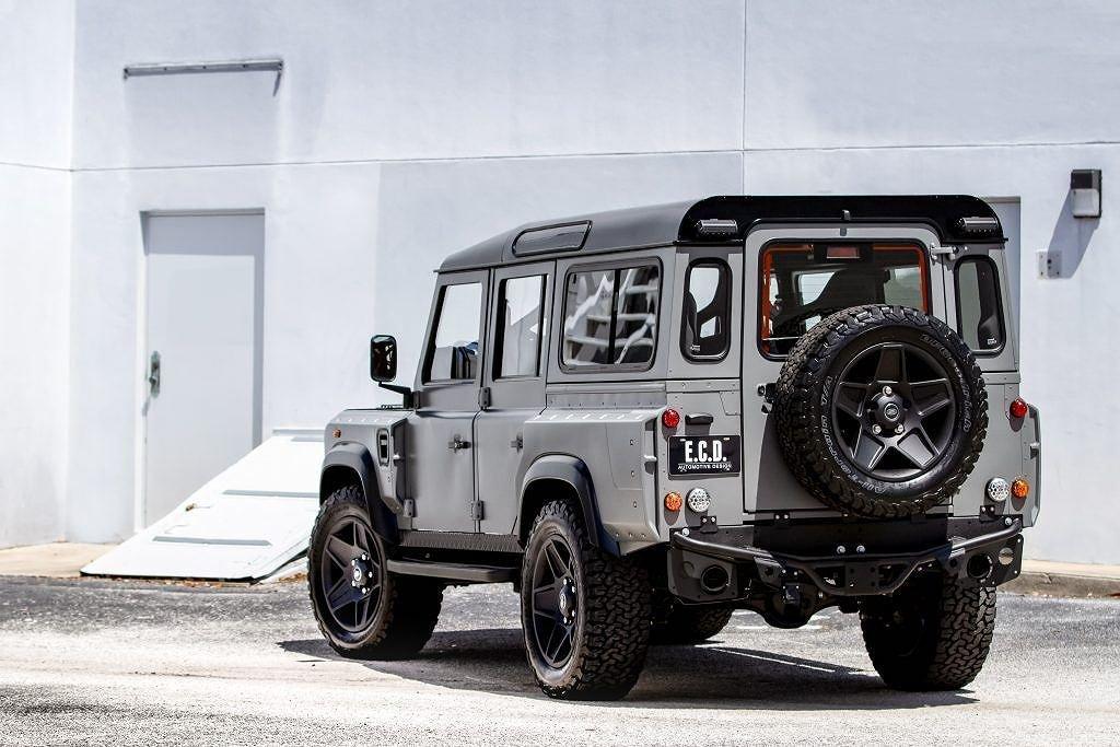 Ngắm chiếc Land Rover Defender mang sức mạnh Mỹ, nội thất đẳng cấp như siêu xe a3