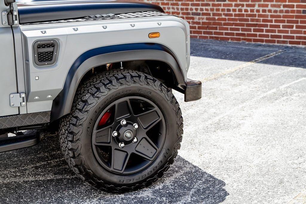 Ngắm chiếc Land Rover Defender mang sức mạnh Mỹ, nội thất đẳng cấp như siêu xe a4
