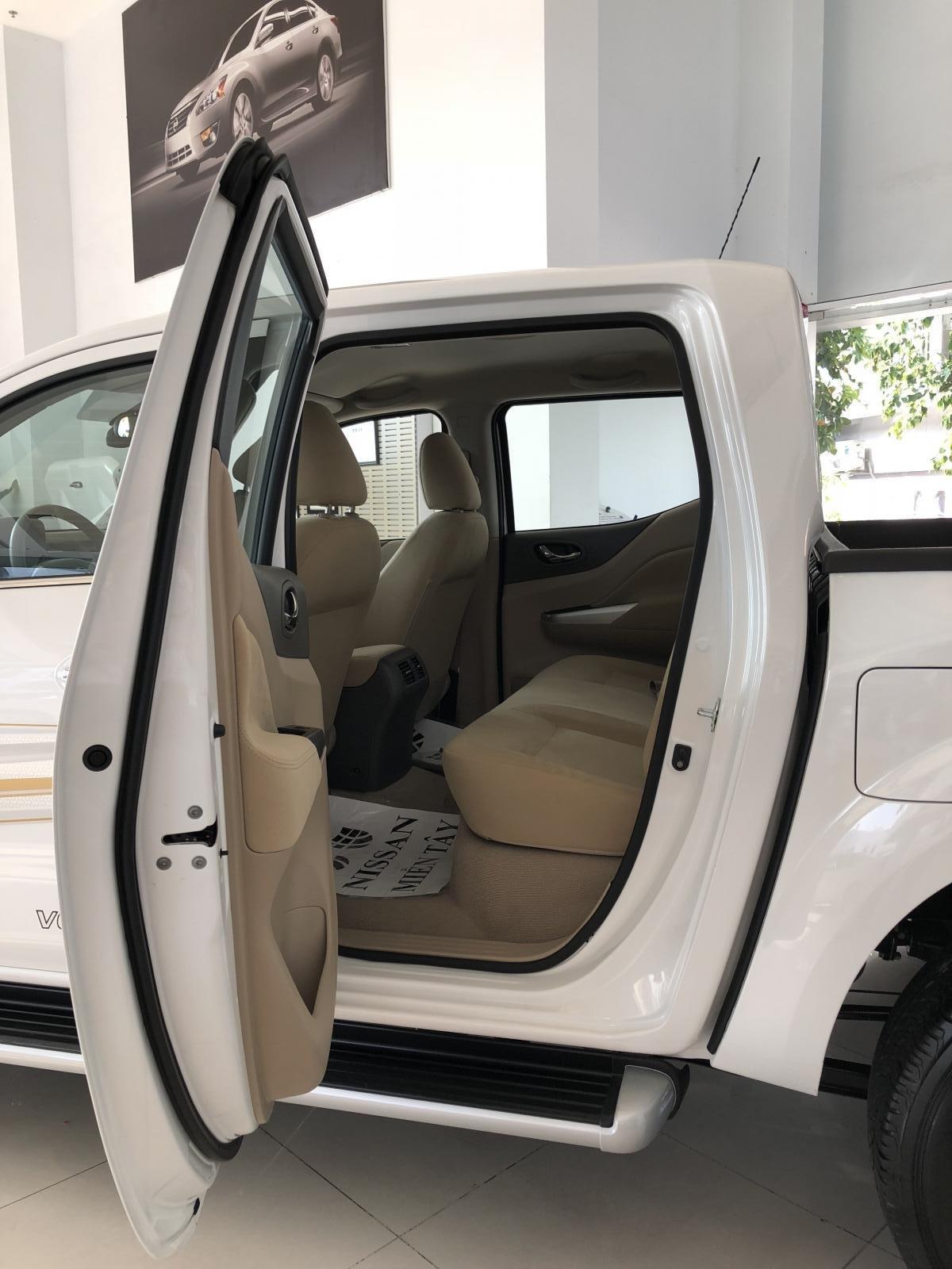 Bán Nissan Navara năm sản xuất 2019, CTKM sập sàn, giao xe ngay, LH 0938466812 (9)