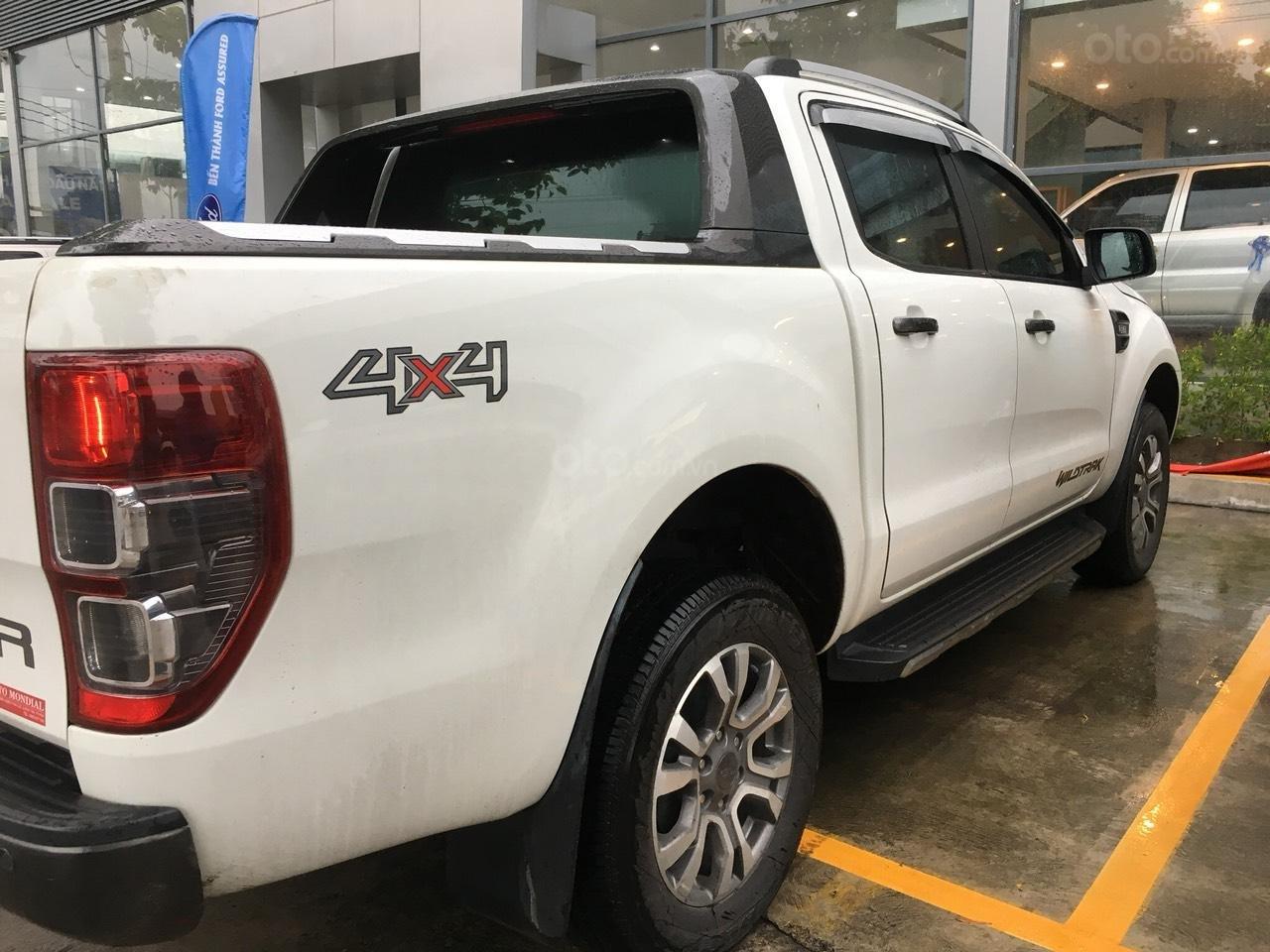 Cần bán xe Ford Ranger Wildtrak 3.2 màu trắng, đời 2016-1