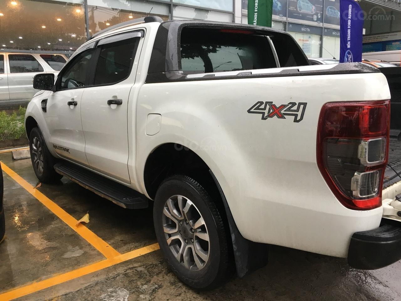 Cần bán xe Ford Ranger Wildtrak 3.2 màu trắng, đời 2016-2