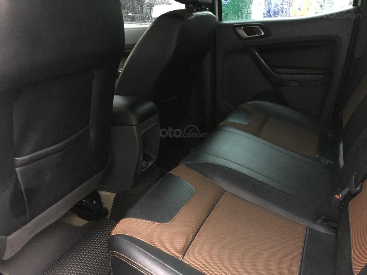 Cần bán xe Ford Ranger Wildtrak 3.2 màu trắng, đời 2016-5