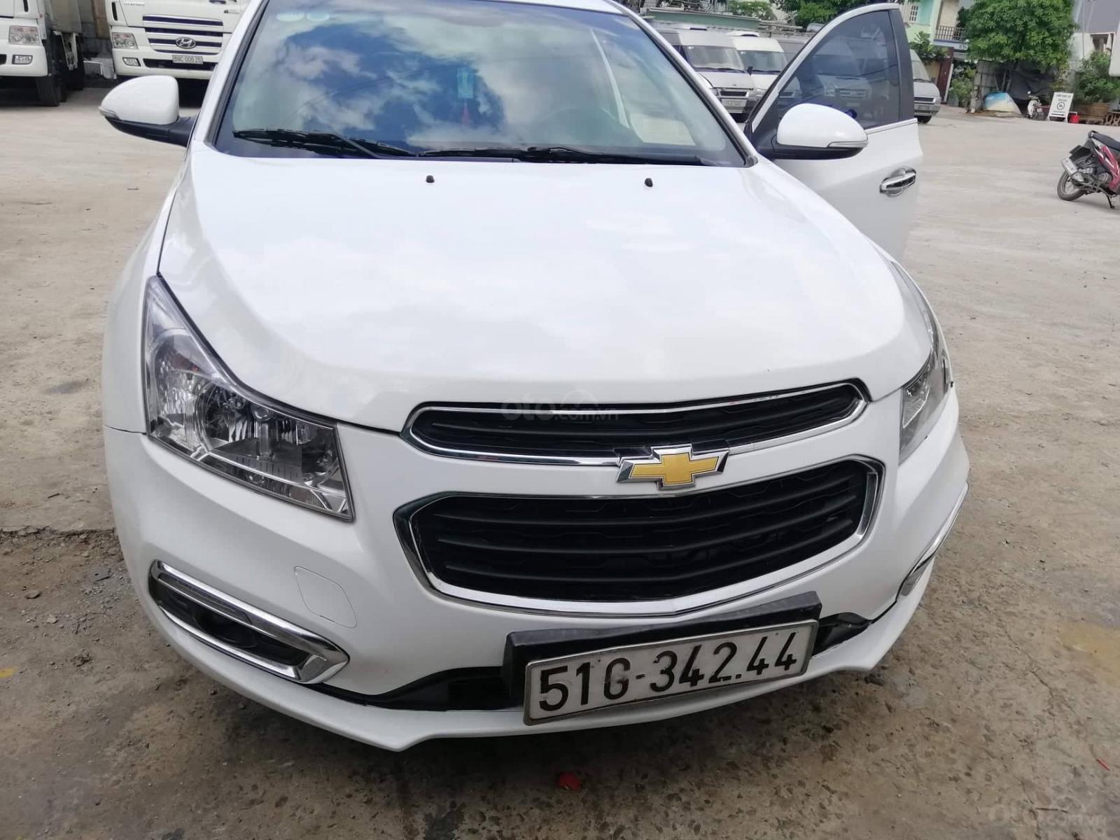 Bán xe Chevrolet Cruze đời 2017, màu trắng, số sàn-0