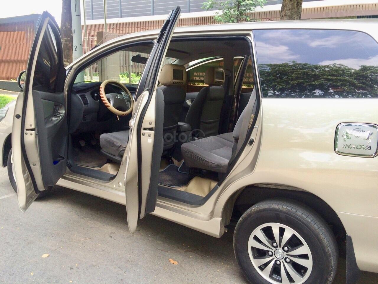 Cần bán Toyota Innova 2012, xe gia đình sử dụng còn Zin 90%-5