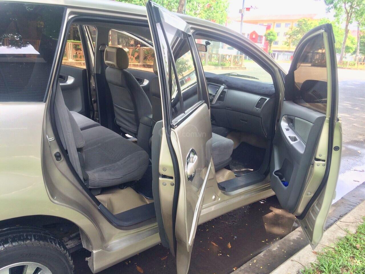 Cần bán Toyota Innova 2012, xe gia đình sử dụng còn Zin 90%-6