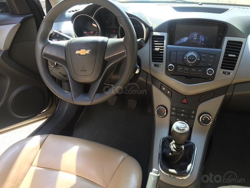 Bán Chevrolet Cruze LS 2011 số sàn ,màu vàng cát, gia đình chính chủ-5