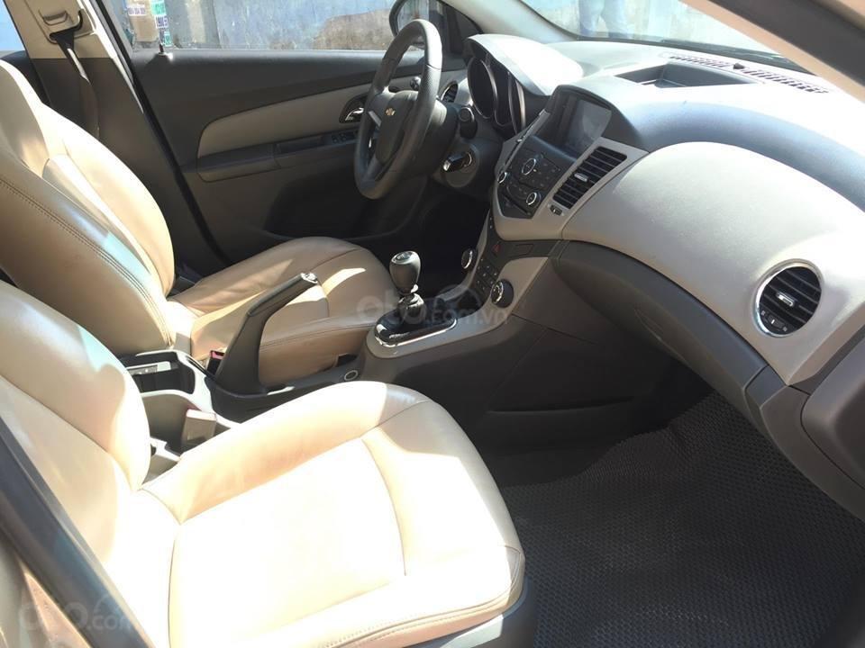 Bán Chevrolet Cruze LS 2011 số sàn ,màu vàng cát, gia đình chính chủ-4
