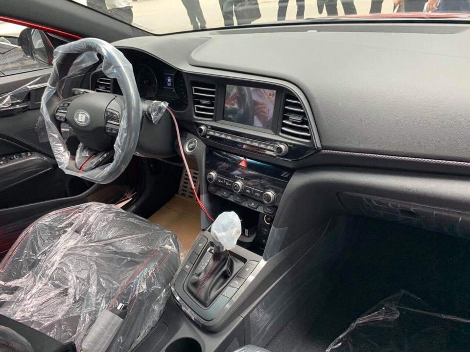 Lộ ảnh nội thất thực tế xe Hyundai Elantra 2019 tại Việt Nam a1