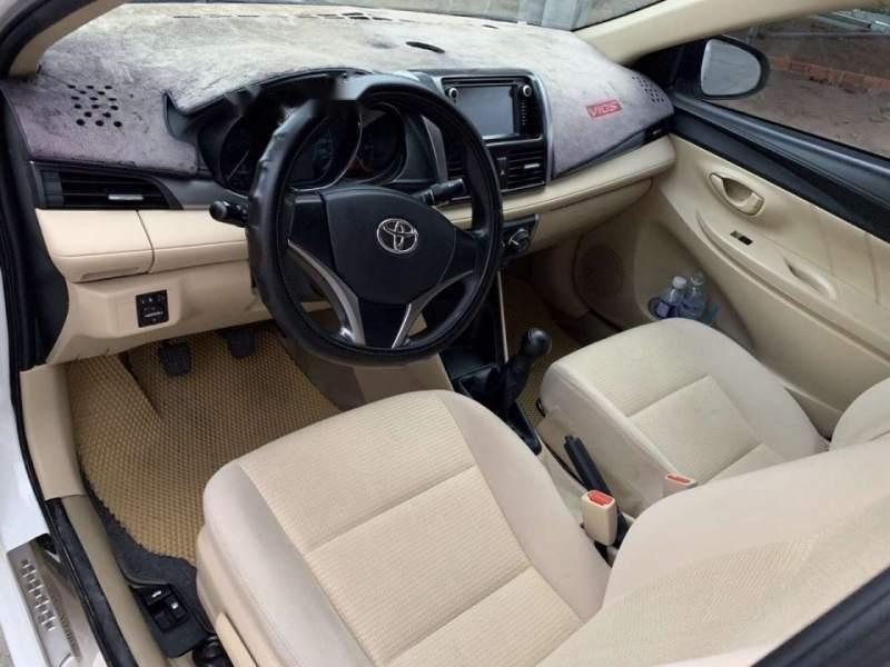 Cần bán gấp Toyota Vios E đời 2017, màu trắng, nhập khẩu xe gia đình-1