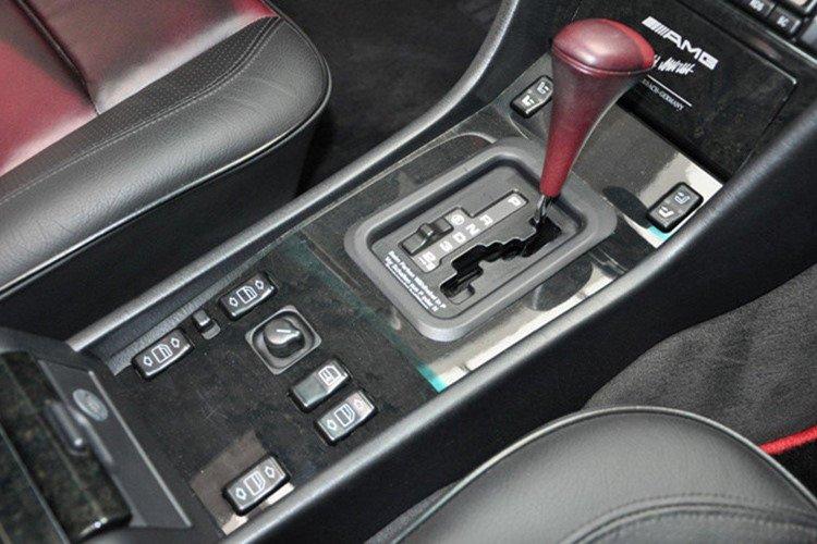 Soi Mercedes E60 AMG 500E 1995 cực hiếm có giá 396 triệu đồng a8