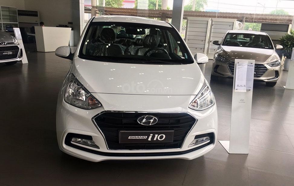 Hyundai Grand I10 Sedan trắng lấy xe ngay chỉ với 130tr, lãi suất chỉ 0.75%/ tháng, hỗ trợ đăng ký Grab. LH: 0903175312-1