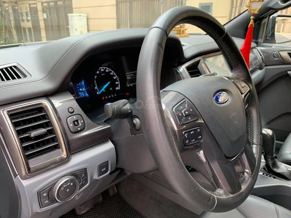 Bán ô tô Ford Everest Titanium 2.2L năm sản xuất 2016, màu vàng, nhập khẩu-6