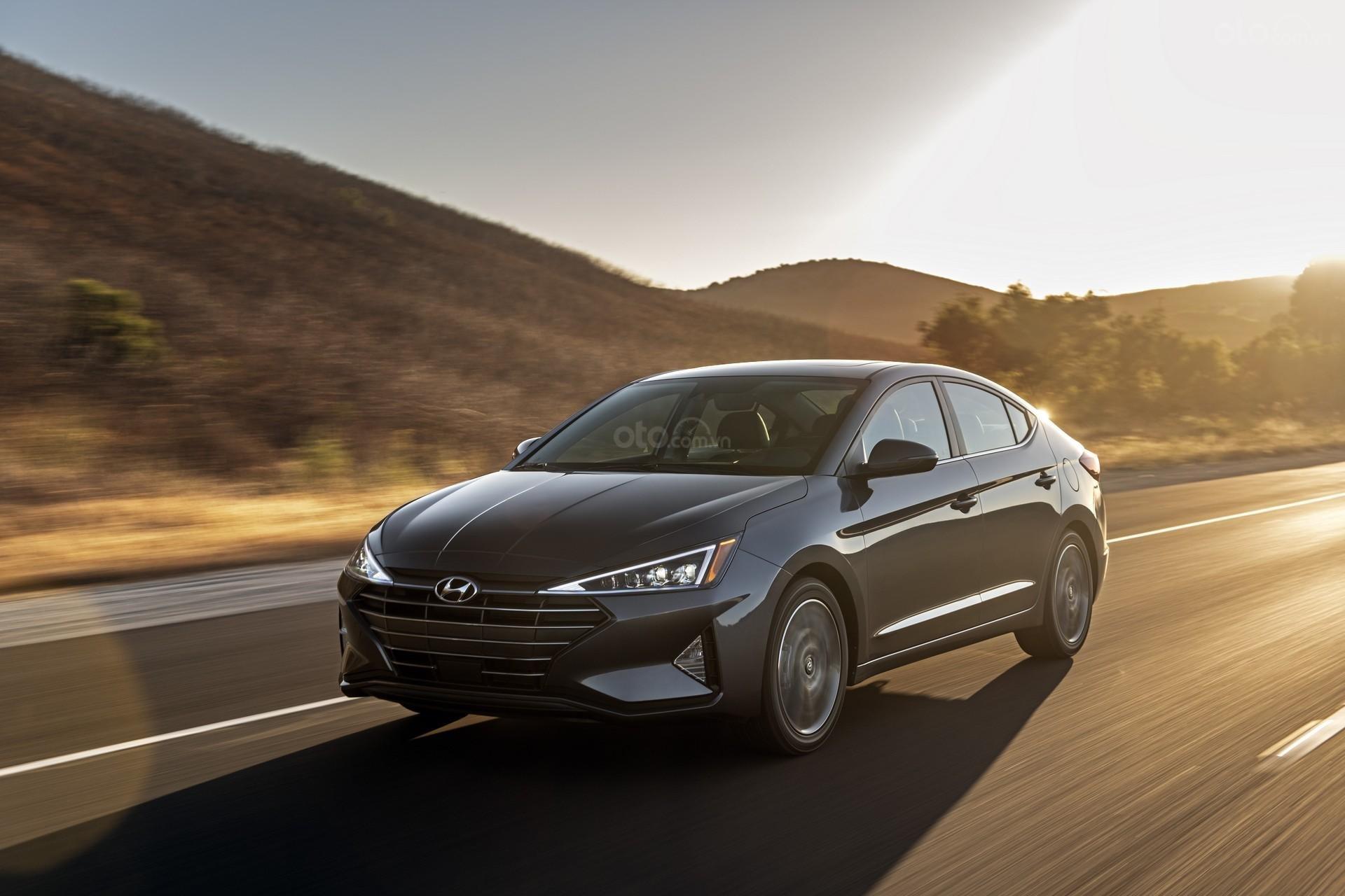 Hyundai Elantra 2020 đầu xe